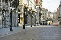 - la città di Milano sotto blocco totale e quarantena a causa dell'epidemia di Coronavirus nei primi giorni della primavera 2020; via Dante<br /> <br /> - the city of Milan under total blockade and quarantine due to the Coronavirus epidemic in the early days of spring 2020; Dante street