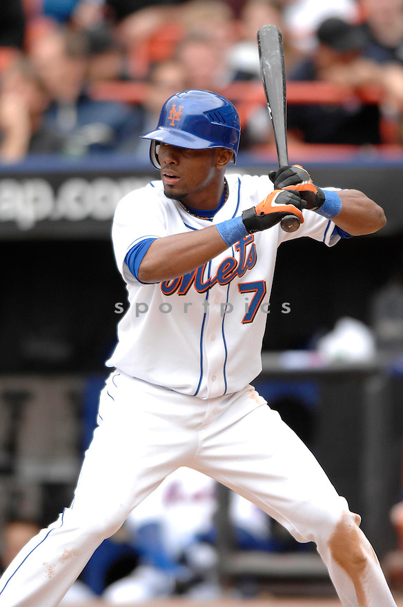 JOSE REYES, of the New York Mets, in action during the  Mets game against the Colorado Rockies in New York, New York on April 25, 2007...Rockies  win 11-5...DAVID DUROCHIK / SPORTPICS..