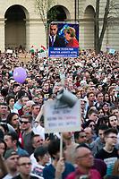 UNGARN, 14.04.2018, Budapest V. Bezirk. Eine Woche nach der Parlamentswahl demonstrieren biz zu 200000 Menschen gegen den durch das manipulierte Wahlsystem ermoeglichten erneuten &ldquo;Zwei-Drittel-Sieg&ldquo; von Fidesz. Die Menge fuellt den Kossuth-Lajos-Platz vor dem Parlament und die angrenzenden Strassen. Merke zu Orb&aacute;n: &ldquo;Wir koennen euch gar nicht so viel geben, wie ihr stiehlt.&ldquo; | One week after the parliamentary elections up to 200 000 people demonstrate against Fidesz new &ldquo;two-third-supermajority&ldquo; facilitated by a manipulated election system. The crowd filling Kossuth Lajos square in front of the parliament together with the neighbouring streets. Merkel to Orban: &ldquo;You steal more than we can ever give.&ldquo;<br /> &copy; Martin Fejer/estost.net