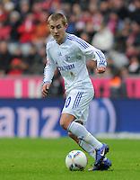 FUSSBALL   1. BUNDESLIGA  SAISON 2011/2012   23. Spieltag  26.02.2012 FC Bayern Muenchen - FC Schalke 04        Lewis Holtby (FC Schalke 04) mit Ball