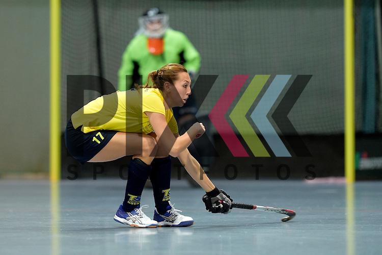 GER - Mannheim, Germany, January 17: During the Oberliga-Damen indoor hockey match between Feudenheimer HC (red) and  TSV Ludwigsburg (yellow) on January 17, 2016 at Irma-Roechling-Halle in Mannheim, Germany. Final score 8-2 (HT 3-1).  Huelya Oezer  #17 of TSV Ludwigsburg<br /> <br /> Foto &copy; PIX-Sportfotos *** Foto ist honorarpflichtig! *** Auf Anfrage in hoeherer Qualitaet/Aufloesung. Belegexemplar erbeten. Veroeffentlichung ausschliesslich fuer journalistisch-publizistische Zwecke. For editorial use only.