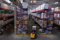 Magazzino di stoccaggio per supermercati.Warehouse for storage