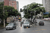 BELO HORIZONTE,MG, 20.11.2015 – TRANSITO – Transito no cruzamento da Avenida do Contorno, com Amazonas, na altura do bairro Gutierrez, em Belo Horizonte, nesta sexta-feira, 18. (Foto: Doug Patricio/Brazil Photo Press)
