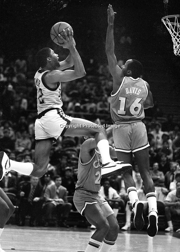Warriors  Lester Conner shooting over Clevland Cavs.<br />