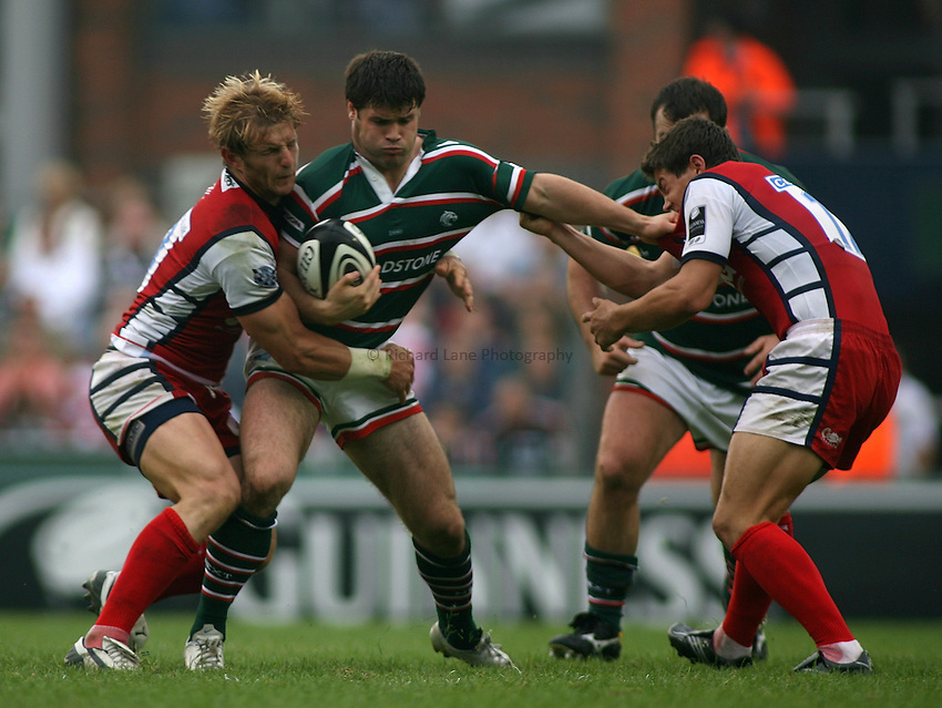 Photo: Paul Thomas..Leicester Tigers v Gloucester Rugby. Guinness Premiership. 16/09/2006...Dan Hipkiss of Leicester gets tackled by Rudi Keil (L) and fends off Anthony Allen (R).