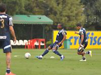 SÃO PAULO.SP. 09.04.2015 - PALMEIRAS TREINO - Arouca volante do Palmeiras durante o treino na Academia de Futebol zona oeste na nesta quinta feira 09. ( Foto: Bruno Ulivieri / Brazil Photo Press )