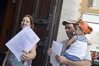 Roma, 11 Luglio 2012.Montecitorio.Catena umana in Piazza Montecitorio e consegna della petizione per una nuova legge elettorale, contro la casta e per la riduzione dei parlamentari.  Una famiglia entra in Parlamento per consegnare la proprio firma