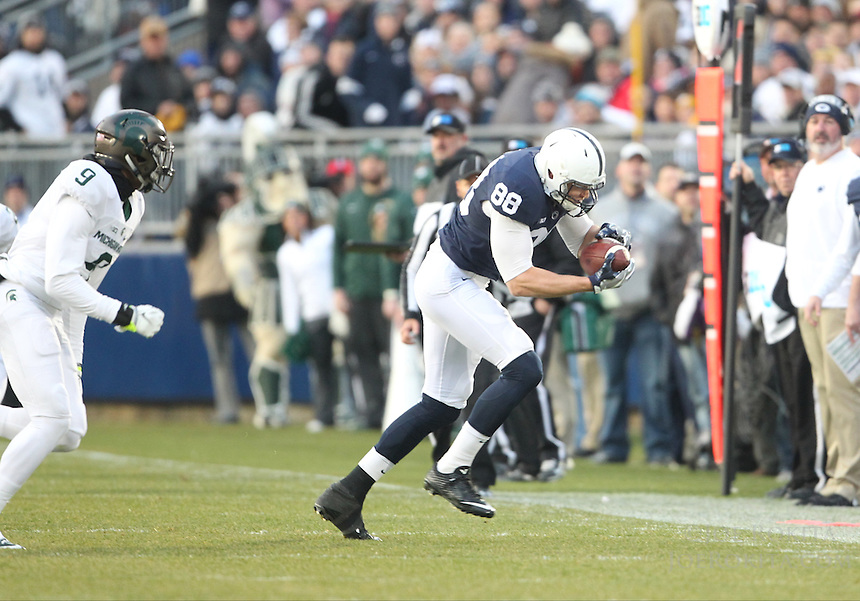 State College, PA - 11/26/2016:  Mike Gesicki hauls in a Trace McSorley pass. #7 Penn State defeated Michigan State by a score of 45-12 to secure the Big Ten conference East Division championship on Senior Day, Saturday, November 26, 2016, at Beaver Stadium in State College, PA.<br /> <br /> Photos by Joe Rokita / JoeRokita.com