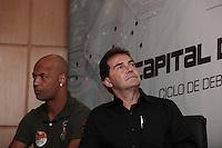 SAO PAULO, SP, 17 DE AGOSTO DE 2012 - ELEICOES 2012 - O cadidato a prefeitura de Sao Paulo Paulinho da Força,d, e o ex-jogador Dinei,e, na apresentacao de programa de governo na sede do Sindicato dos Trabalhadores em Processamento de Dados, nesta manha de sexta-feira, 17, na zona central da cidade. FOTO RICARDO LOU - BRAZIL PHOTO PRESS
