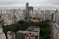 SAO PAULO, 14 DE MAIO DLE 2012. CLIMA E TEMPO EM SAO PAULO. Chuva durante a tarde de segunda feira,  regiaoo central de São Paulo.FOTO VAGNER CAMPOS- BRAZIL PHOTO PRESS