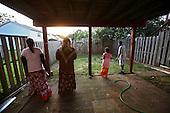 Family of Mohamud Ali from Somalia, at the house that Mohamud has just purchased for 200 thousand $.As he says, it was worth twice as much last year. Mohamud is showing his family their new home, happy that he could buy it so cheap...This area has been badly hit by crisis in property market. Lots of houses are foreclosed or abandoned. Value of many properties here has dropped by half within one year.  Manassas Park, Northern Virginia, USA June 2008<br /> <br /> (Photo by Piotr Malecki / Napo Images)  <br /> Somalijczycy Mohamud Ali i jego rodzina, ktorzy kupili za pol ceny jeden z domow przejetych przez bank poznaja swoje nowe miejsce.Polnocna Wirginia, a szczegolnie Prince William County jest jednym z najmocniej dotknietych kryzysem nieruchomosci miejscem w Stanach Zjednoczonych. Setki tysiecy domow sa opuszczane przez wlascicieli bez widokow ani na ich sprzedaz ani na splate zaciagnietego kredytu. Woodbridge, Wirginia, USA Czerwiec 2008<br /> Fot: Piotr Malecki / Napo Images