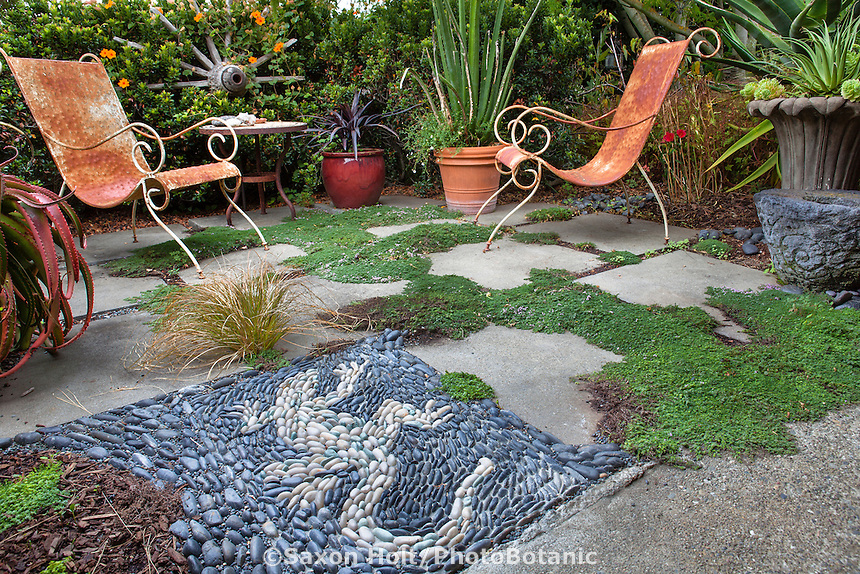 Garden room patio with whimscical Iguana lizard tile mosaic; Sherry Merciari garden