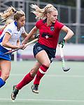 UTRECHT -   Maria Lopez Garcia (Kampong) met Laurien Leurink (Laren)  tijdens de hockey hoofdklasse competitiewedstrijd dames:  Kampong-Laren (2-2). COPYRIGHT KOEN SUYK