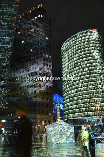 Das BERLIN FESTIVAL OF LIGHTS ist eines der groessten und bekanntesten Illuminationsfestivals und Public Events der Welt. Jedes Jahr im Oktober werden 12 Naechte lang die weltweit bekannten Wahrzeichen und Kulturdenkmaeler sowie Gebaeude Berlins mit Licht, Projektionen und Events in Szene gesetzt. Berlin, 11.10.2012...Credit: Timm/face to face