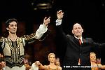RAYMONDA..Choregraphie : PETIPA Marius,NOUREEV Rudolf.Compagnie : Ballet de l Opera National de Paris.Orchestre : Colone.Decor : GEORGIADIS Nicholas.Lumiere : PEYRAT Serge.Costumes : GEORGIADIS Nicholas.Avec :.RHODES Kevin:Direction musicale.MARTINEZ:Jose:Jean de Brienne..Lieu : Opera Garnier.Ville : Paris.© Laurent PAILLIER / photosdedanse.com