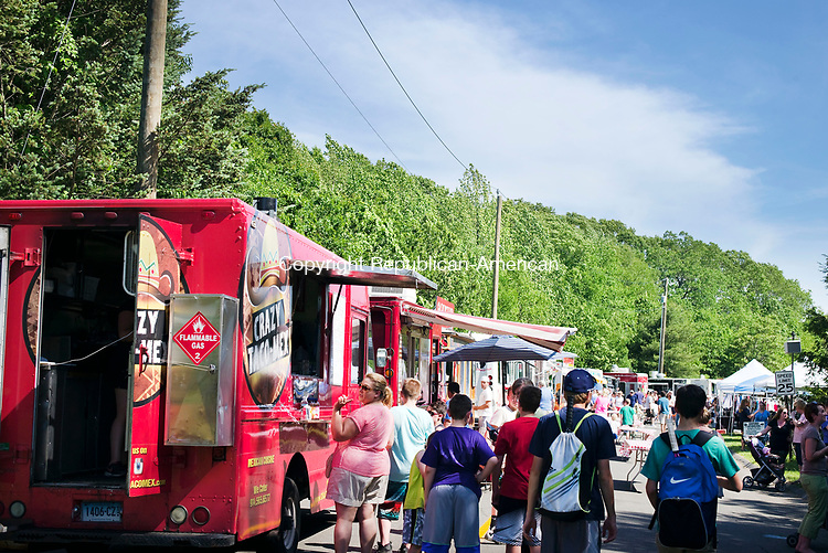 Oxford, CT- 11 June 2017-061117CM04-  Throngs of people visit food trucks during the third annual Food & Arts Fest on Great Oak Road in Oxford on Sunday.  The event featured, food, various booths, crafts and live music.    Christopher Massa Republican-American