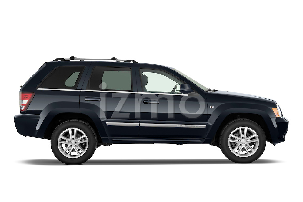 Passenger side profile view of a 2009 Jeep Grand Cherokee 5 Door.