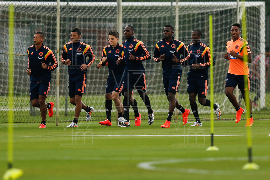 COTIA - BRASIL -21-06-2014. Foto: Roberto Candia / Archivolatino<br /> Fredy Guarin, Carlos Valdes, Santiago Arias, Eder Alvarez, Jackson Martinez y Carlos Carbonero jugadores de la selecci&oacute;n de f&uacute;tbol de Colombia durante su entrenamiento, hoy 21 de junio de 2014, en el centro de entrenamiento de Sao Paulo FC en Cotia como parte de la Copa Mundial de la FIFA Brasil 2014./ Fredy Guarin, Carlos Valdes, Santiago Arias, Eder Alvarez, Jackson Martinez and Carlos Carbonero players of Colombia National Soccer Team during the training, today June 21 2014, at Sao Paulo Fc training center in Cotia as part of the 2014 FIFA World Cup Brazil. Photo: Roberto Candia / Archivolatino<br /> VizzorImage PROVIDES THE ACCESS TO THIS PHOTOGRAPH ONLY AS A PRESS AND EDITORIAL SERVICE IN COLOMBIA AND NOT IS THE OWNER OF COPYRIGHT; ANOTHER USE IS REPONSABILITY OF THE END USER. NO SALES, NO MERCHANDASING. ALL COPYRIGHT IS ARCHIVOLATINO. Photo: Daniel Jayo / Archivolatino