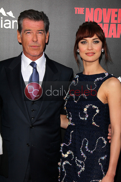 Pierce Brosnan, Olga Kurylenko<br />
