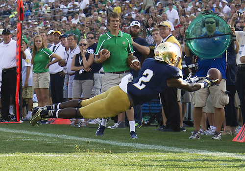 August 31, 2013:  Notre Dame wide receiver Chris Brown (2) makes a diving attempt to catch pass during NCAA Football game action between the Notre Dame Fighting Irish and the Temple Owls at Notre Dame Stadium in South Bend, Indiana.  Notre Dame defeated Temple 28-6.