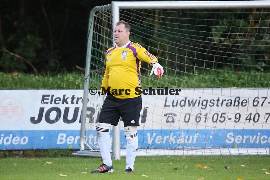 Der ehemalige kanadische Nationaltorhüter Jochen Brand (spielte auch für Eintracht Braunschweig) ist mit seinem Team von Schwarz-Weiss Milton zu Gast bei der SKG Walldorf