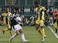 PALMIRA - COLOMBIA, 17-09-2019: Matias Cabrera del Cali disputa el balón con Estefano Arango de Alianza durante partido entre Deportivo Cali y Alianza Petrolera por la fecha 11 de la Liga Águila II 2019 jugado en el estadio Deportivo Cali de la ciudad de Palmira. / Matias Cabrera of Cali vies for the ball with Estefano Arango of Alianza during match between Deportivo Cali and Alianza Petrolera for the date 11 as part Aguila League II 2019 played at Deportivo Cali stadium in Palmira city. Photo: VizzorImage / Gabriel Aponte / Staff