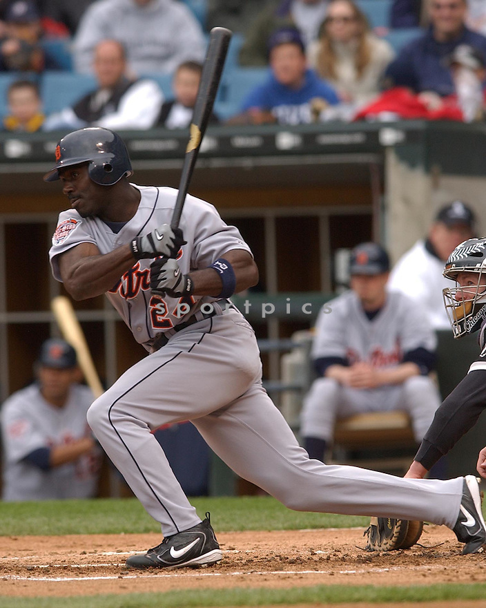 Rondell White of the Detroit Tigers in action against the Chicago White Sox. ....Tigers lost 0-8.....Stephen J. Carrera / SportPics..