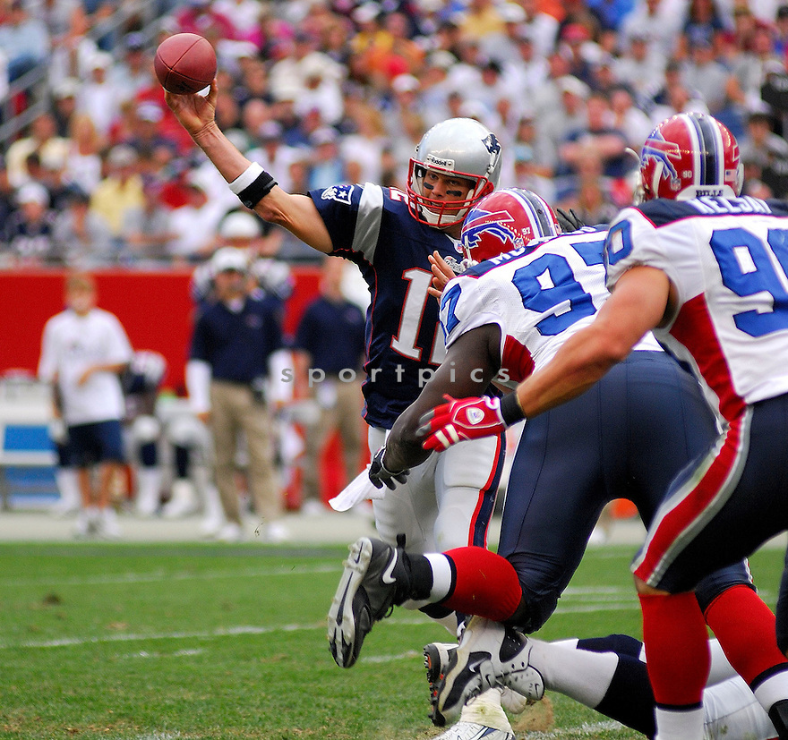 TOM BRADY, of the New England Patriots, in action against the Buffalo Bills on September 10, 2006 in Foxboro, Mass...Patriots win 19-17..Tomasso DeRosa/SportPics