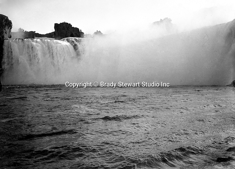 Niagara Falls, New York:  Brady Stewart taking a photograph of the Horseshoe Falls from the Maid of the Mist - 1914