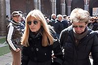 Milano: Dori Ghezzi partecipa ai funerali di Enzo Jannacci