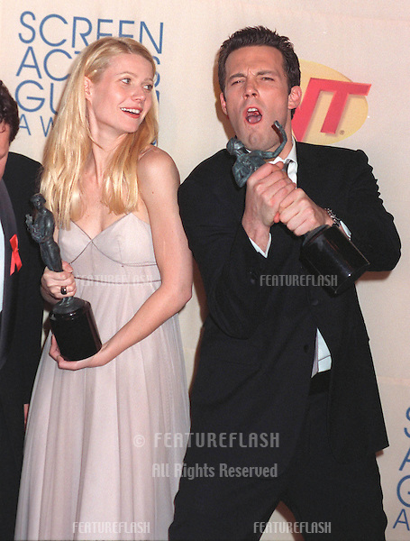 07MAR99: Actress GWYNETH PALTROW & actor BEN AFFLECK at the Screen Actors Guild Awards where Shakespeare in Love won the award for Best Ensemble Movie Cast..© Paul Smith / Featureflash