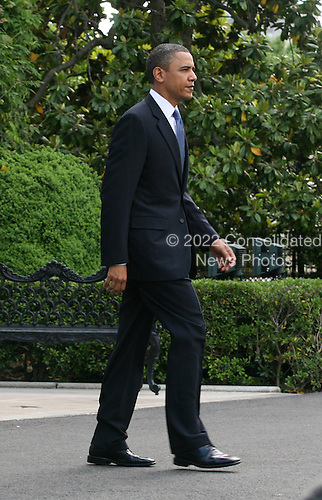 United Stats President Barack Obama departs the White House in Washington, D.C. on Sunday, May 9, 2010 to board Marine One to travel to Hampton University in Virginia where he will deliver the commencement address. .Credit: Gary Fabiano / Pool via CNP