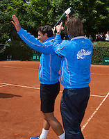 09-06-13, Tennis, Netherlands,The Hague, Playoffs Competition, The winners team the Lobbelaer makes a party, Jesse Huta Galung gets the champagne in hes nek