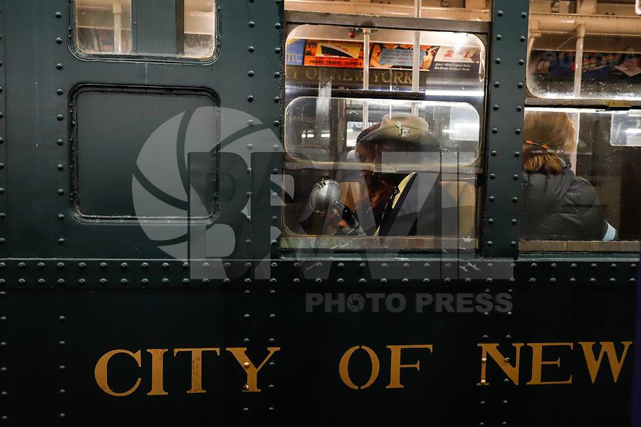 """NEW YORK, NY -25.11.2018 - TREM-VINTAGE - Trem que operavam dos 30 até os anos 70 circula na cidade New York neste domingo 25 para um passeio anual """"Nostalgia"""" ao longo da linha F da Estação 2nd Ave em Manhattan para a estação 125 no Harlem em Nova York realizado MTA (Metropolitan Transit Authority).(Foto: William Volcov/Brazil Photo Press)"""