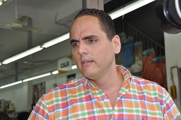 Reportaje en la Aven. Duarte, Jos&eacute; Mart&iacute; y Villa Consuelo, observando que ya se han establecido decenas de tiendas de chinos la cual es una preocupaci&oacute;n para los comerciantes dominicanos.<br /> Jos&eacute; Vidal<br /> Carmen Su&aacute;rez/Acento.com.cdo<br /> 11/10/2013