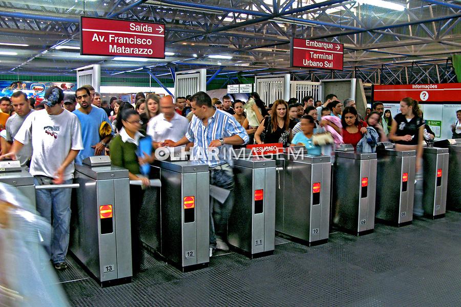 Estação do metrô Barra Funda. São Paulo. 2007. Foto de Juca Martins.