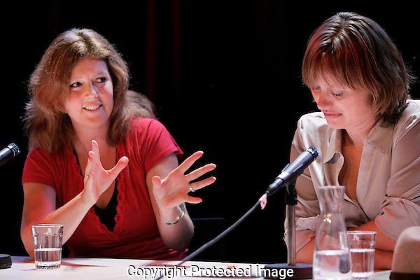 20110923 - Utrecht - Foto: Ramon Mangold - NFF 2011 - Nederlands Filmfestival - .Een seminar onder leiding van Clairy Polak neemt de documentaire als spiegel van de Nederlandse samenleving onder de loep. In het panel ondermeer Monique Lesterhuis (L) en Suzanne Raes (R) van 'Sta me bij'.
