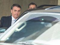 BRASILIA, DF, 22.11.2018 - BOLSONARO-CCBB-   O presidente eleito, Jair Bolsonaro, deixa o CCBB, onde ocorre a transição do Governo, nesta quinta, 22.(Foto:Ed Ferreira / Brazil Photo Press)
