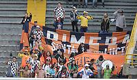 BOGOTA - COLOMBIA -09 -04-2016: Hinchas de Chicó animan a su equipo durante partido entre Millonarios y Boyacá Chicó FC por la fecha 12 de la Liga Águila I 2016 jugado en el estadio Nemesio Camacho El Campín de la ciudad de Bogotá./ Fans of Chico cheer for their team during match between Millonarios and Boyaca Chico FC for the date 12 of the Aguila League I 2016 played at Nemesio Camacho El Campin stadium in Bogota city. Photo: VizzorImage / Gabriel Aponte / Staff.