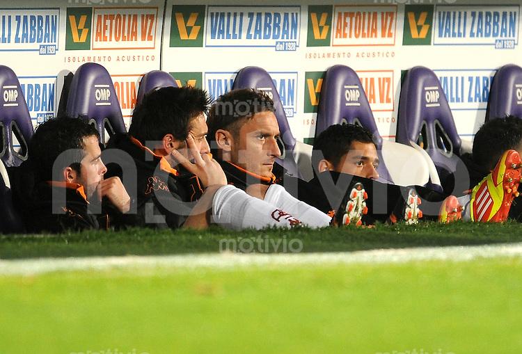 FUSSBALL INTERNATIONAL   SERIE A   SAISON 2011/2012    AC Florenz - AS Rom   04.12.2011 Francesco Totti (AS Rom) auf der Ersatzbank