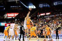 Temporada 2014 - 15 Liga ACB<br /> <br /> Presentaci&oacute;n Valencia Basket<br /> <br /> Amistoso Valencia Basket Club vs Cai Zaragoza<br /> <br /> Serhiy Lishchuk vs Henk Norel