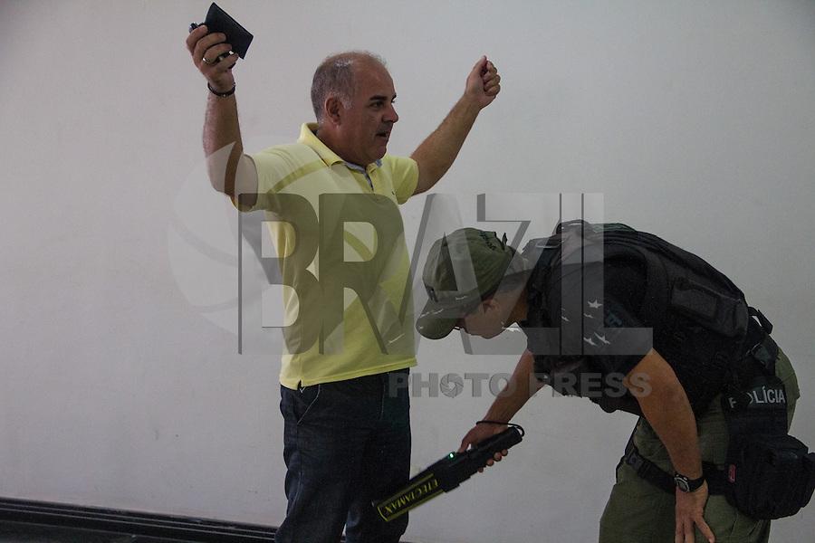 SAO LUIZ,MA, 03.02.2014 - JULGAMENTO CASO DÉCIO SÁ - SÃO LUIS - MA -No primeiro dia de julgamento do caso Décio Sá, jornalista que foi assassinado  no dia 23 de abril 2012, em um bar na Avenida Litorânea em São Luis, foram ouvidas as testemunhas de defesa, muitas delas não quizeram depor napresença dos acusados por medo de algum tipo de represália. Julgamento realizado no Forum Desembargador Sarney no bairro Calhau na cidade de Sao Luis do Maranhao. (Foto: Jardiel Carvalho/Brazil Photo Press).