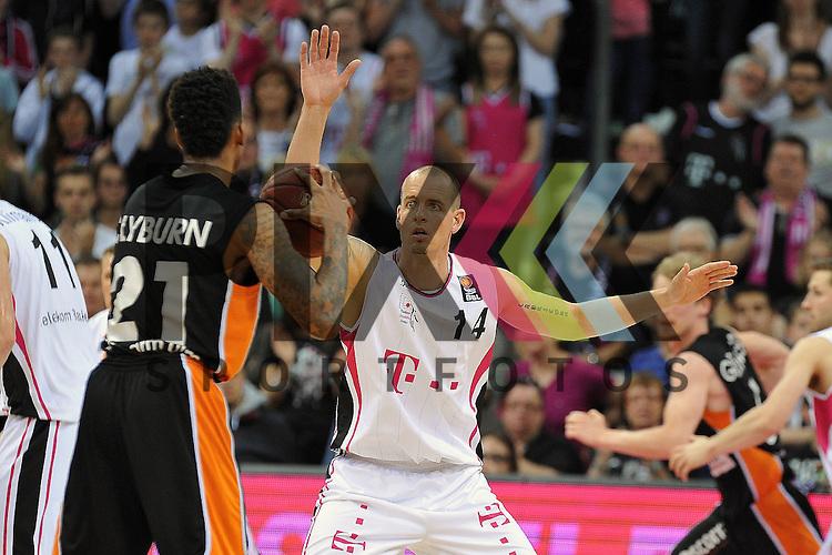 In der Verteidigung Bonns Nr14 Steve Wachalski im Spiel Telekom Baskets Bonn - ratiopharm Ulm.<br /> <br /> Foto &copy; P-I-X.org *** Foto ist honorarpflichtig! *** Auf Anfrage in hoeherer Qualitaet/Aufloesung Belegexemplar erbeten Veroeffentlichung ausschliesslich fuer journalistisch-publizistische Zwecke For editorial use only
