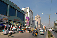 "Südasien Asien Indien IND Mumbai , Verkehr und Einkaufszentrum City Mall in Andheri West. - Konsum Inder indisch xagndaz | .South Asia India Mumbai , young traffic and shopping mall in surburban Andheri .  - consumerism consumer traffic transport .| [ copyright (c) Joerg Boethling / agenda , Veroeffentlichung nur gegen Honorar und Belegexemplar an / publication only with royalties and copy to:  agenda PG   Rothestr. 66   Germany D-22765 Hamburg   ph. ++49 40 391 907 14   e-mail: boethling@agenda-fototext.de   www.agenda-fototext.de   Bank: Hamburger Sparkasse  BLZ 200 505 50  Kto. 1281 120 178   IBAN: DE96 2005 0550 1281 1201 78   BIC: ""HASPDEHH"" ,  WEITERE MOTIVE ZU DIESEM THEMA SIND VORHANDEN!! MORE PICTURES ON THIS SUBJECT AVAILABLE!! INDIA PHOTO ARCHIVE: http://www.visualindia.net ] [#0,26,121#]"
