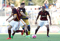 Calcio, Serie A: Frosinone vs Roma. Frosinone, stadio Comunale, 12 settembre 2015.<br /> Roma&rsquo;s Francesco Totti, second from left, and Frosinone&rsquo;s Raman Chibsah, second from right, fight for the ball past Roma's Edin Dzeko, left, and Seydou Keita during the Italian Serie A football match between Frosinone and Roma at Frosinone Comunale stadium, 12 September 2015.<br /> UPDATE IMAGES PRESS/Isabella Bonotto