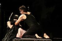 ATENCAO EDITOR: FOTO EMBARGADA PARA VEICULOS INTERNACIONAIS <br />  SAO PAULO, SP, 19 DE OUTUBRO, 2012 - HAMLET  - Cenas EXCLUSIVAS da estreia de Hamlet  na noite dessa sexta-feira no bairro de Perdizes.  A montagem tem no elenco grandes nomes como Thiago Lacerda, Selma Egrei, Antonio Petrin, Roney Facchini, Eduardo Semerjian, dentre outros, e segue com temporada no teatro Tuca,  zona oeste da capital -  FOTO LOLA OLIVEIRA - BRAZIL PHOTO PRESS