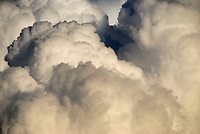 Cumulus: EUROPA, DEUTSCHLAND, HAMBURG, (GERMANY), 11.11.2007:    Angst, azure, beautiful weather, bedrohlich, Bewoelkung, big cloud, climate, climate change, cloud, , cloud formation, cloudiness, clouds, CO2 Ausstoss, CO2 output, color, cumuli, Cumulus, Cumuluswolke, Cumuluswolken, Dampf, Deutschland, earth warming, Erderwaermung, Farbe,  firmament, front, Germany, Gewitterwolken, giant cloud, gigantically, grosse Wolke, Haufenwolken,  Klima, Klimawandel, Kondensation,  landscape, Landschaftsbild, majestaetisch, majestic, meteorological phenomenon, monster, monster cloud, Monsterwolke, Natur, natural force, nature, Naturkraft, Riesenwolke, riesig, scent, sky,  wind,  thunderclouds, Unwetter,  Wasserdampf, weather, weather alternation, weather change, weather customer, weather phenomenon, weather report, weather reports,  Wetter, Wetterbericht, Wetterberichte, Wettererscheinung, Wetterkunde, Wetterphaenomen, Wetterwandel, . c o p y r i g h t : A U F W I N D - L U F T B I L D E R . de.G e r t r u d - B a e u m e r - S t i e g 1 0 2, 2 1 0 3 5 H a m b u r g , G e r m a n y P h o n e + 4 9 (0) 1 7 1 - 6 8 6 6 0 6 9 E m a i l H w e i 1 @ a o l . c o m w w w . a u f w i n d - l u f t b i l d e r . d e.K o n t o : P o s t b a n k H a m b u r g .B l z : 2 0 0 1 0 0 2 0  K o n t o : 5 8 3 6 5 7 2 0 9.C o p y r i g h t n u r f u e r j o u r n a l i s t i s c h Z w e c k e, keine P e r s o e n l i c h ke i t s r e c h t e v o r h a n d e n, V e r o e f f e n t l i c h u n g n u r m i t H o n o r a r n a c h M F M, N a m e n s n e n n u n g u n d B e l e g e x e m p l a r !.
