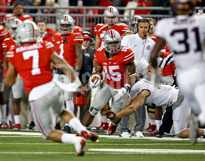 Ohio State Buckeyes running back Ezekiel Elliott runs the ball in the second half of the game at Ohio Stadium against the Minnesota Golden Gophers on Saturday, November 7, 2015 in Columbus. (Dispatch photo by Leah Klafczynski)