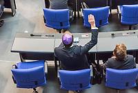 """29. Sitzung des Deutschen Bundestag am Donnerstag den 26. April 2018.<br /> Im Bild: Der CDU-Abgeordnete Thomas Heilmann traegt eine Kippa waehrend der Debatte ueber einen Antrag der Fraktionen der CDU/CSU, SPD und FDP """"70 Jahre Gruendung des Staates Israel - In historischer Verantwortung unsere zukunftsgerichtete Freundschaft"""".<br /> 26.4.2018, Berlin<br /> Copyright: Christian-Ditsch.de<br /> [Inhaltsveraendernde Manipulation des Fotos nur nach ausdruecklicher Genehmigung des Fotografen. Vereinbarungen ueber Abtretung von Persoenlichkeitsrechten/Model Release der abgebildeten Person/Personen liegen nicht vor. NO MODEL RELEASE! Nur fuer Redaktionelle Zwecke. Don't publish without copyright Christian-Ditsch.de, Veroeffentlichung nur mit Fotografennennung, sowie gegen Honorar, MwSt. und Beleg. Konto: I N G - D i B a, IBAN DE58500105175400192269, BIC INGDDEFFXXX, Kontakt: post@christian-ditsch.de<br /> Bei der Bearbeitung der Dateiinformationen darf die Urheberkennzeichnung in den EXIF- und  IPTC-Daten nicht entfernt werden, diese sind in digitalen Medien nach §95c UrhG rechtlich geschuetzt. Der Urhebervermerk wird gemaess §13 UrhG verlangt.]"""