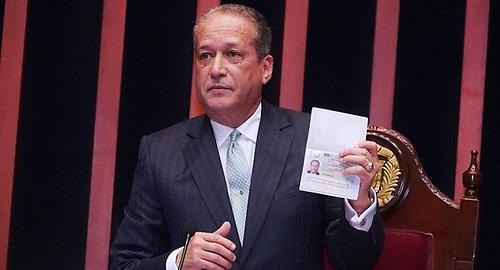 El presidente del Senado y secretario general del PLD, Reinaldo Pared Pérez, en dos ocasiones ha desmentido versiones de la supuesta cancelación del visado para viajar a Estados Unidos.